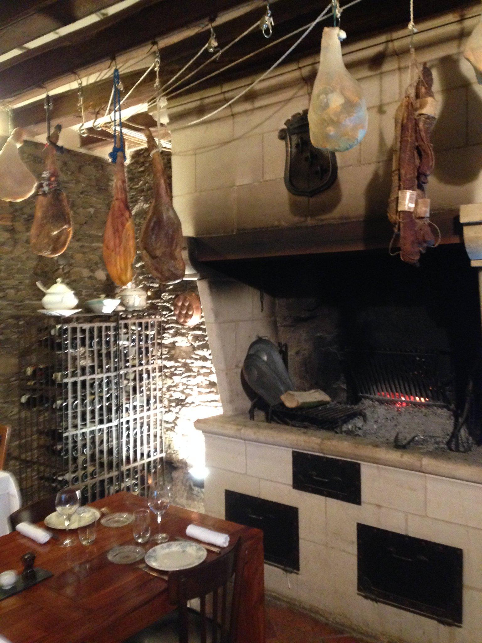 À la Toile à Beurre, #Bibgourmand à Ancenis (44), on dîne au coin de la cheminée... un vrai plaisir ! https://t.co/RCcb5GULjZ