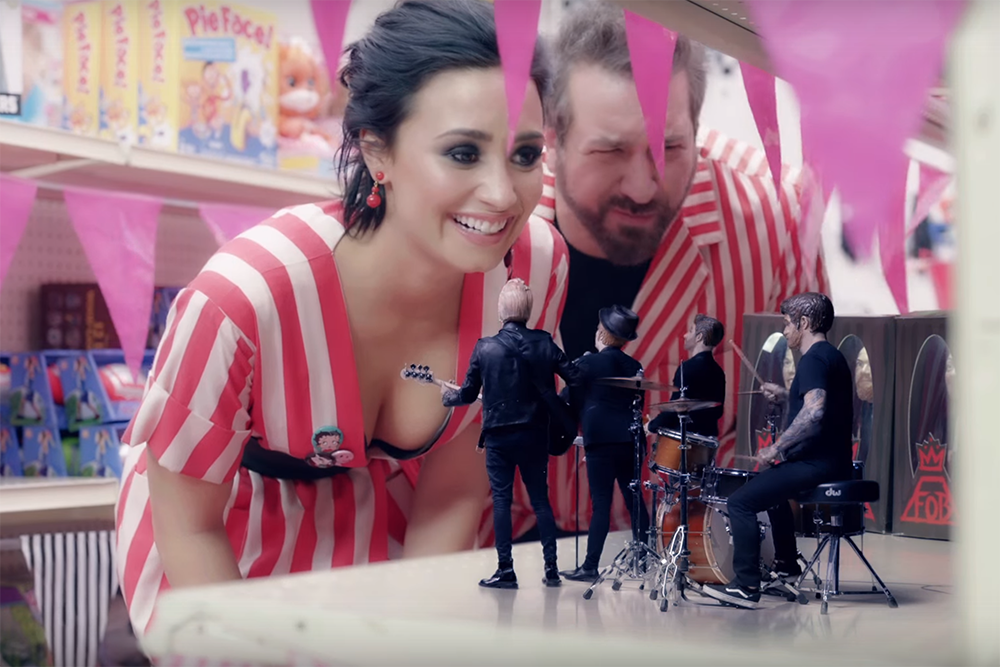 """.@falloutboy's """"Irresistible"""" video is a spin-off of @NSYNC's """"It's Gonna Be Me"""" short https://t.co/XWmGTn2WCM https://t.co/yxbQDgRV1N"""