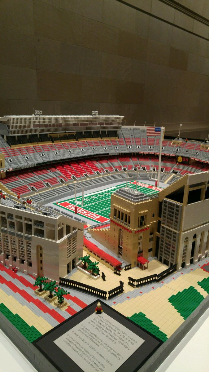 #OhioState researcher Paul Janssen used more than 1 million #Legos to create 8x6 replica of #TheShoe (1 of 2) https://t.co/KHNr451qWq