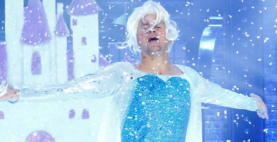 Watch Channing Tatum channel his inner Elsa while lip syncing Frozen's ''Let It Go'' ❄️