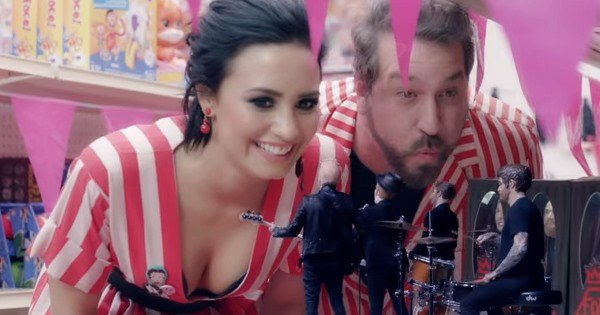 .@falloutboy and @ddlovato together with a little Year 2000 throwback nod! https://t.co/egBCNFfNs7 https://t.co/OttMCvgKFt