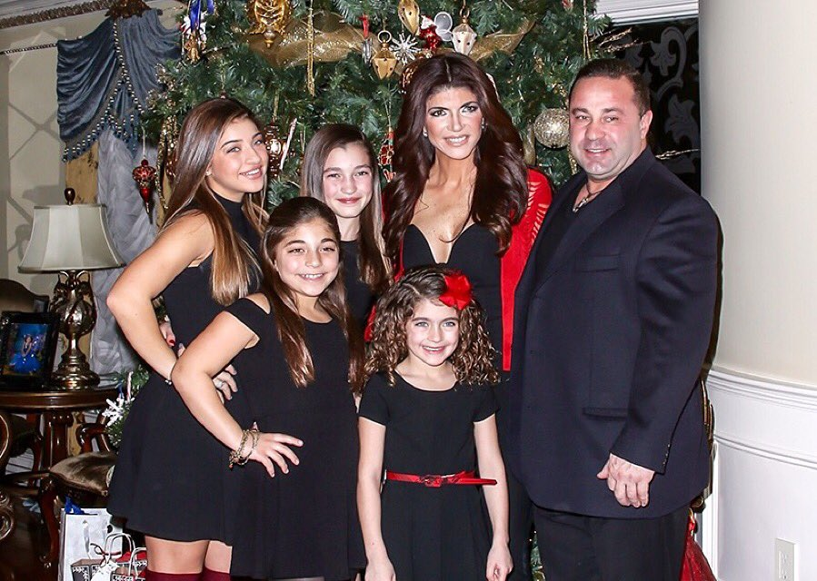 Wishing everyone a healthy and happy New Year from our family to yours!❤️ https://t.co/VqRUeYJnJO