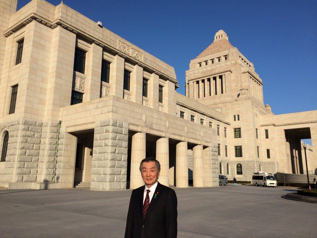 只今国会に到着しました。今日から第190回通常国会が始まります。まずは経済対策、補正予算からスタートです。 https://t.co/gu1DuLdAuG