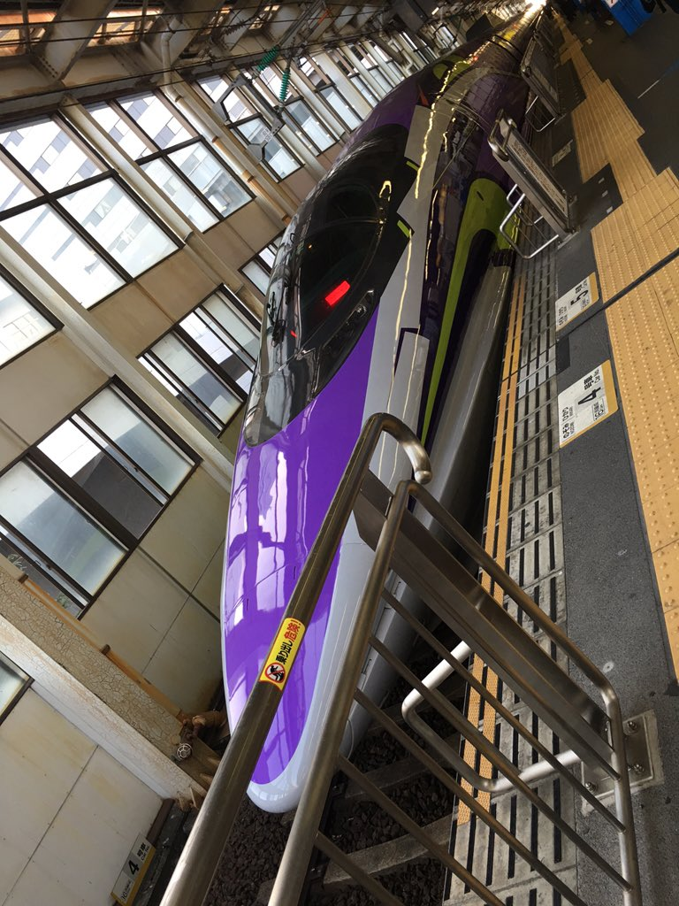 エヴァ新幹線 7  停車中に撮って来ました 外観、かっこいいです!:+.゚(*´□`*)゚.+: https://t.co/wSimFNO8G0