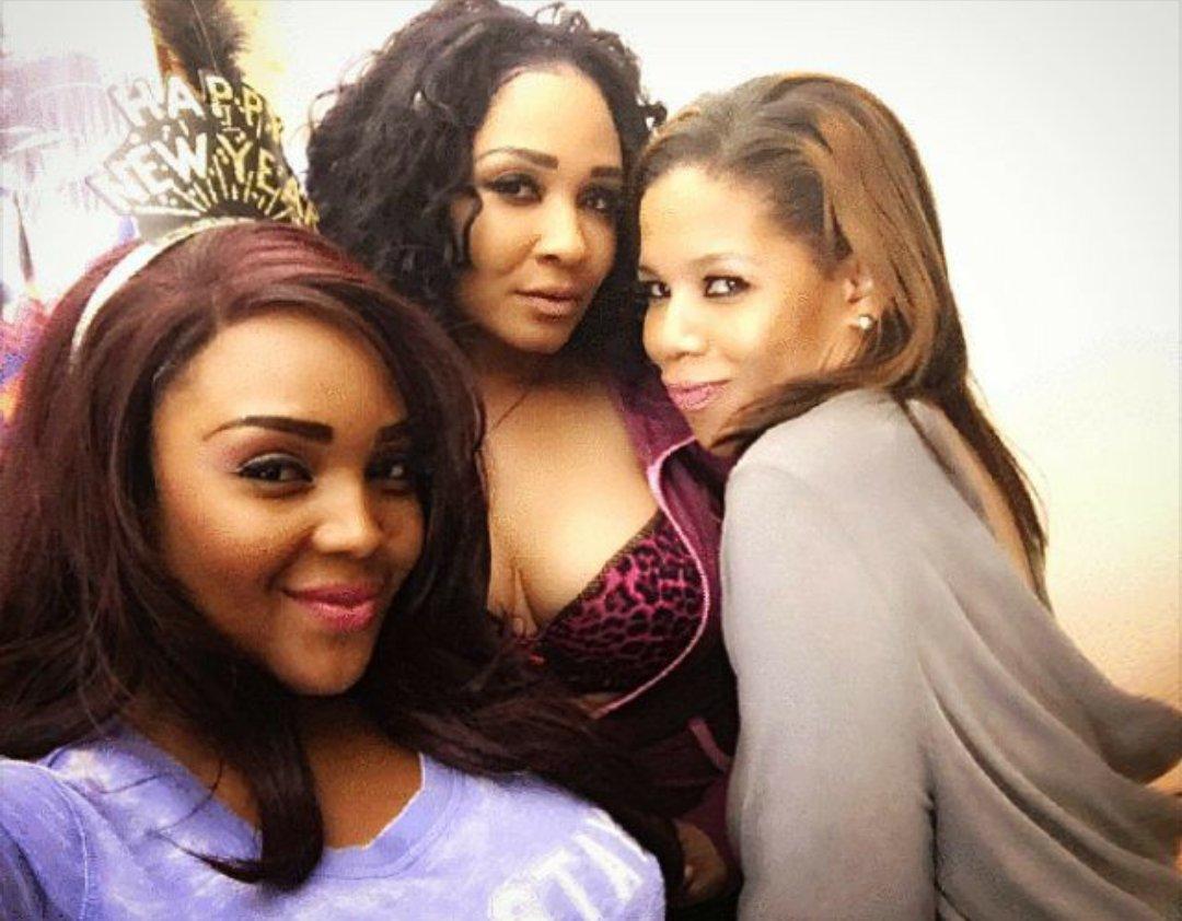 #sexy #pajamaparties @Torrei_Hart s @SAMELIAsWORLD @IamErica_Kane #makeup beat https://t.co/ebrmCeM2FL