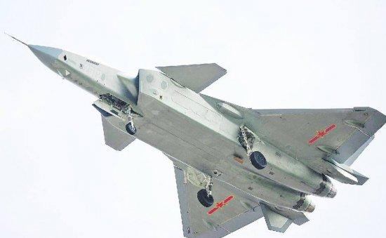 """[Internacional] China inicia produção do J-20, o """"caça invisível"""" CX3jNuyWYAAl36b"""