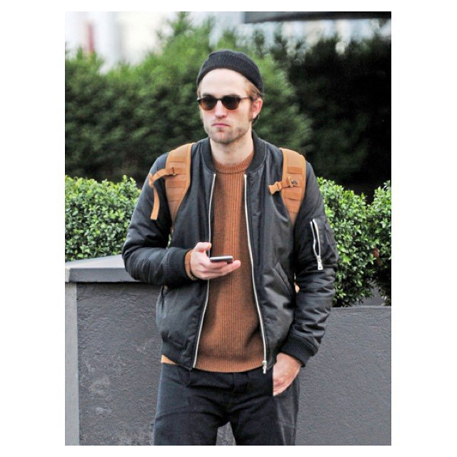 British actor Robert Pattinson looks very cool wearing our AW15 Rib Front Sweater. #whistlesmen #RobertPattinson https://t.co/1TO8QtAPNc
