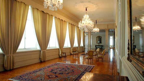 Polémica compra: Casa de Nariño gasta más de 600 millones de pesos en cortinas nuevas https://t.co/dRfL5pEAEm https://t.co/nxbxGAU3JC