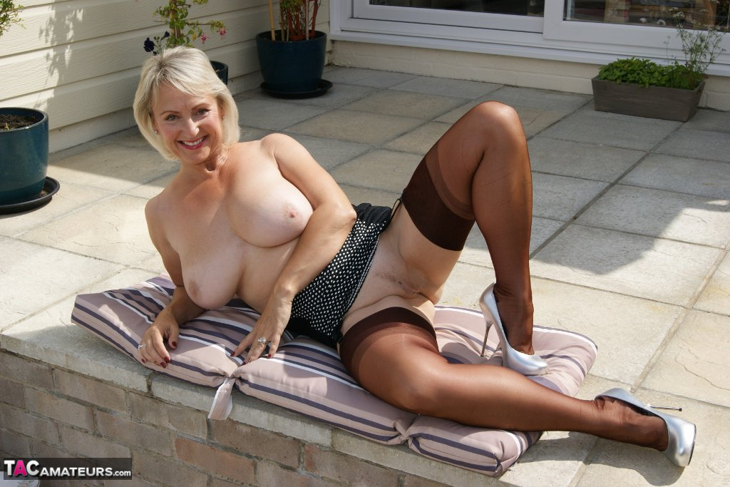 Top TAC #MILF Sugarbabe is playing with her toys outside ULUnVNOSsD eRTUMx