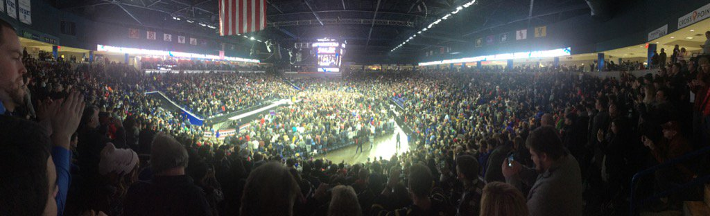 Thousands and thousands packed into arena in Lowell, MA, for Donald Trump's rally. https://t.co/OQ3It53lXL