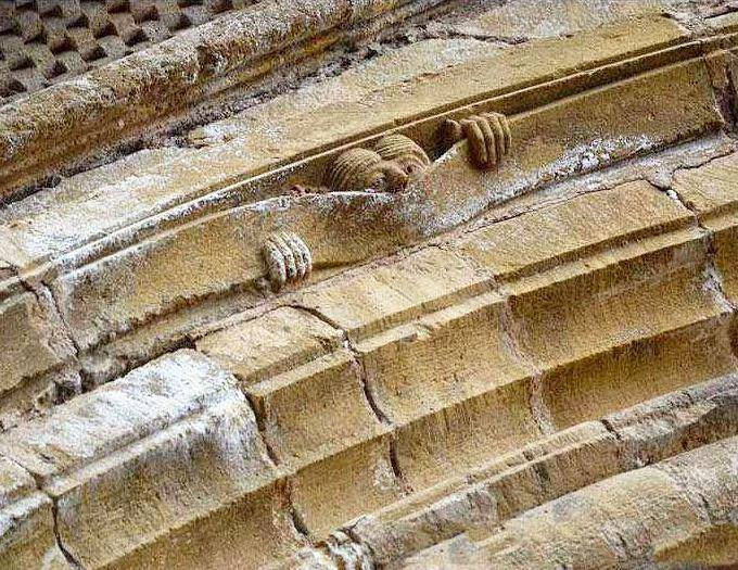 So cute: RT @RembrandtsRoom: A little medieval humour: Abbey of Sainte Foy, Conques, c1050. https://t.co/yUeJmFpaV4