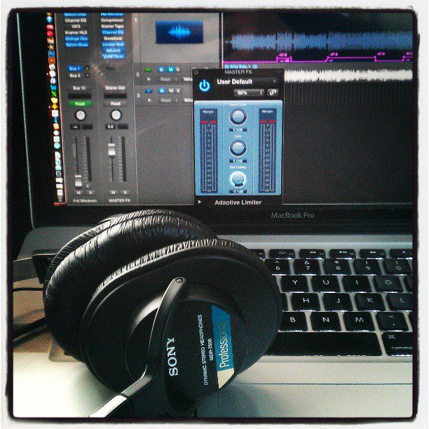 Limited time offer: I want to mix your song for free! DM for details. 1st come, 1st served. #mixing #musicproduction https://t.co/lIJFwBn3Oy