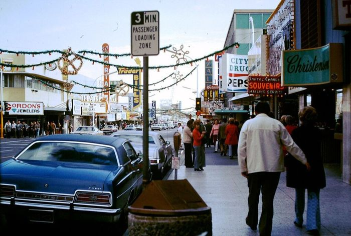 Happy #TBT and Christmas Eve!   Here's a classic shot of #DowntownVegas on Christmas Day (1973) https://t.co/UcCBNVW93S