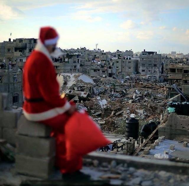 #Santa in #Gaza (photo by @BelalKhaled) https://t.co/acCWhGdp33