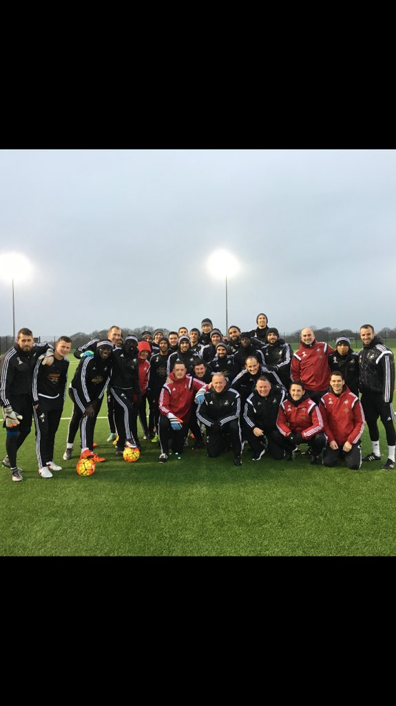 Merry Christmas from all at the training ground this morning! @SwansOfficial https://t.co/ayOu6vD1Qa