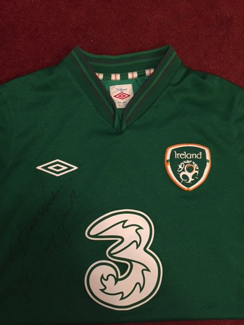 Jersey signed by myself up for grabs tonight,Pls RT to be in with a chance to win