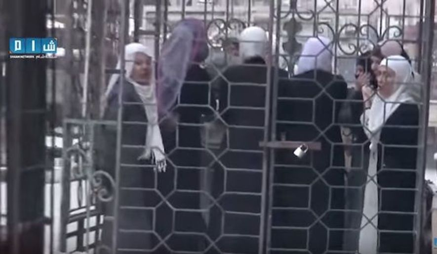 "#Zahran_Alloush is the ""moderate rebel"" who paraded women around in cages & used them as human shields. #Syria https://t.co/HD9VZOeccd"