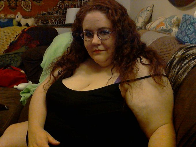 Finally made it back on cam :) https://t.co/cp4opJ2Oh7 #BBW #BigBoobs #Streamate Come out and play with
