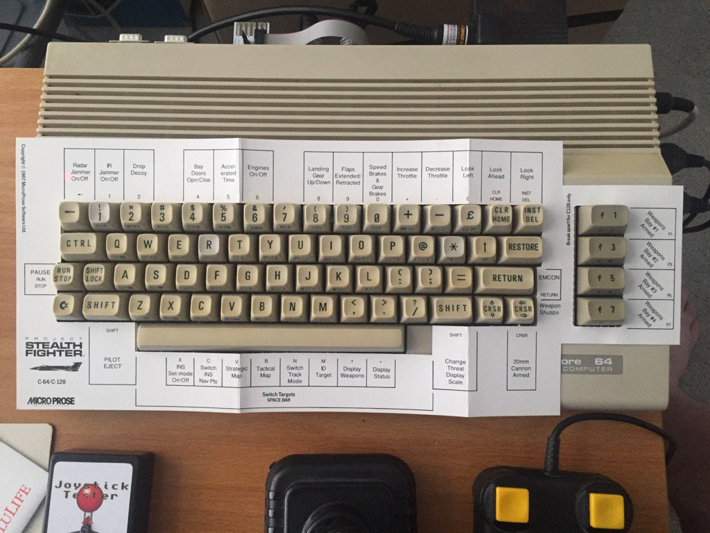 That is what you call #retrogaming. Keyboard overlays. Always keyboard overlays. https://t.co/z5cvdHisEl