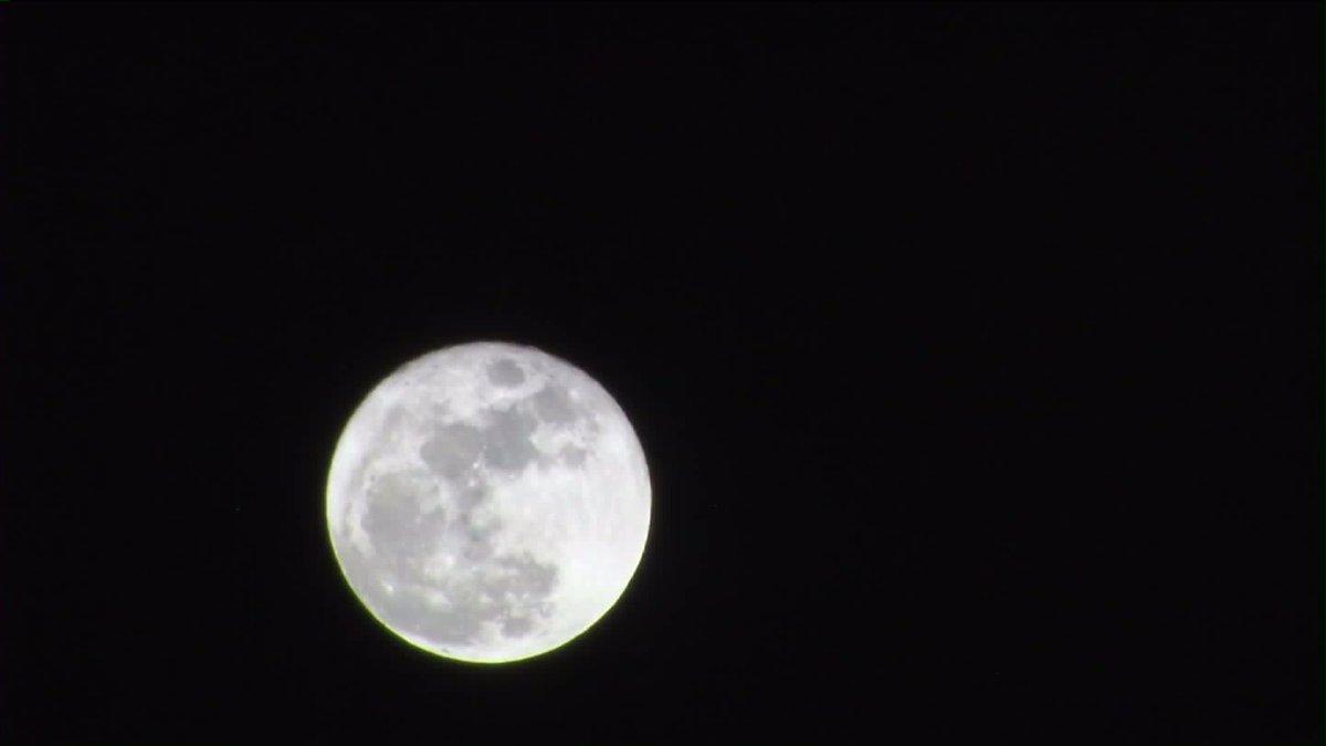 Full moon on Christmas Day. https://t.co/HExWbvrRkc