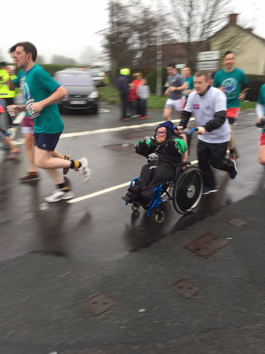 I had great craic with @paddyb_ireland too at the Greencastle 5 Mile. We were flying by at the half way point. https://t.co/a1FJMCtZi1