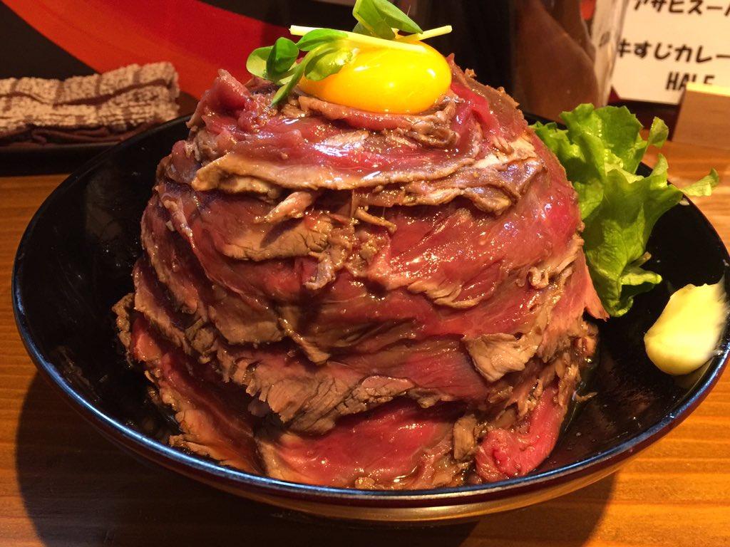 蒲田 肉丼の店。こんなに肉を薄く切れる優れた技術。まるでしゃぶしゃぶの肉。お腹いっぱいになるように米は水分たっぷりでねっとりびちゃびちゃ。甘いタレはスイーツのよう。美味しさを楽しめるよう、ひたすら単調な味。 https://t.co/f7zhZxNKH7