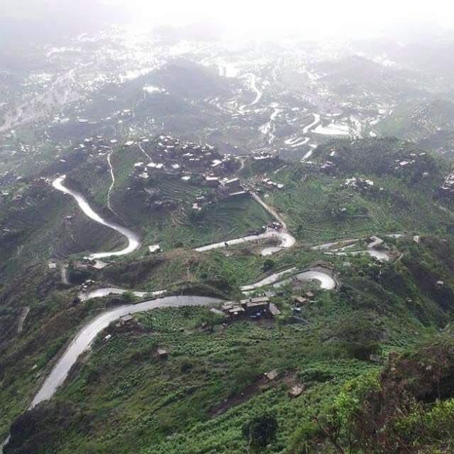 #صورة ملتقطة من جبال #اليمن بعد هطول الأمطار مباشرة.   #غرد_بصورة https://t.co/JbHV543r2a