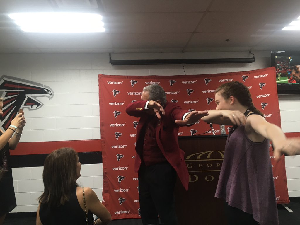 #Falcons owner Arthur Blank in the press room dabbing. https://t.co/Q4yAighJev
