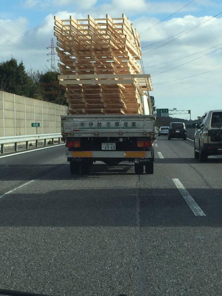 高速道路を走る人へ。こういうトラックには近づかないようにしましょう。 https://t.co/Z7JqBstS4H