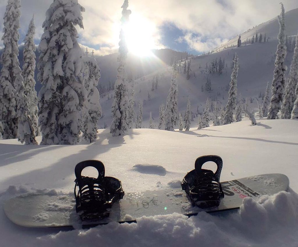 Step in. | #k2snowboarding #seekandenjoy | Photo: @leannepelosi | https://t.co/aJqqVUneai