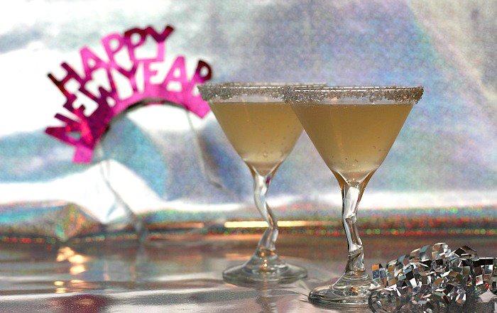 Make your #NewYearsEve celebration sparkle with this delish Mocktini: https://t.co/uBopGfVJIp #mocktails https://t.co/VLNGXjH5oG