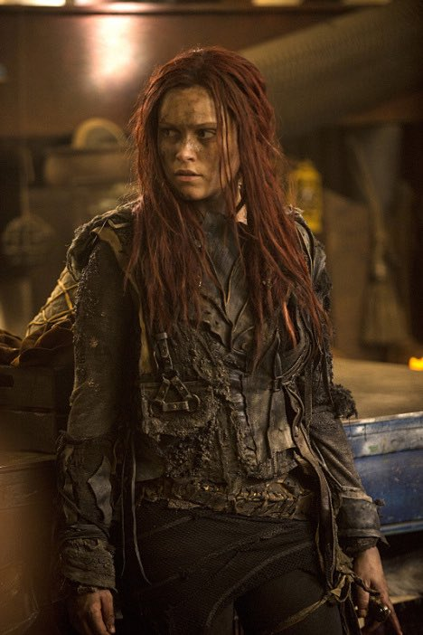 What's up with Clarke's new look? Guess you'll have to *stop assuming things* and tune in January 21! #The100 #S3 https://t.co/dmrcbyZ3i4