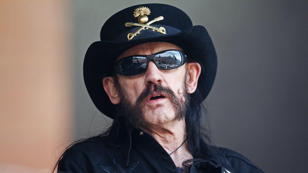 Simplemente no podemos creerlo: Falleció Lemmy, legendario líder de Motörhead https://t.co/1RXogGsY9n https://t.co/00SCoLdXeV