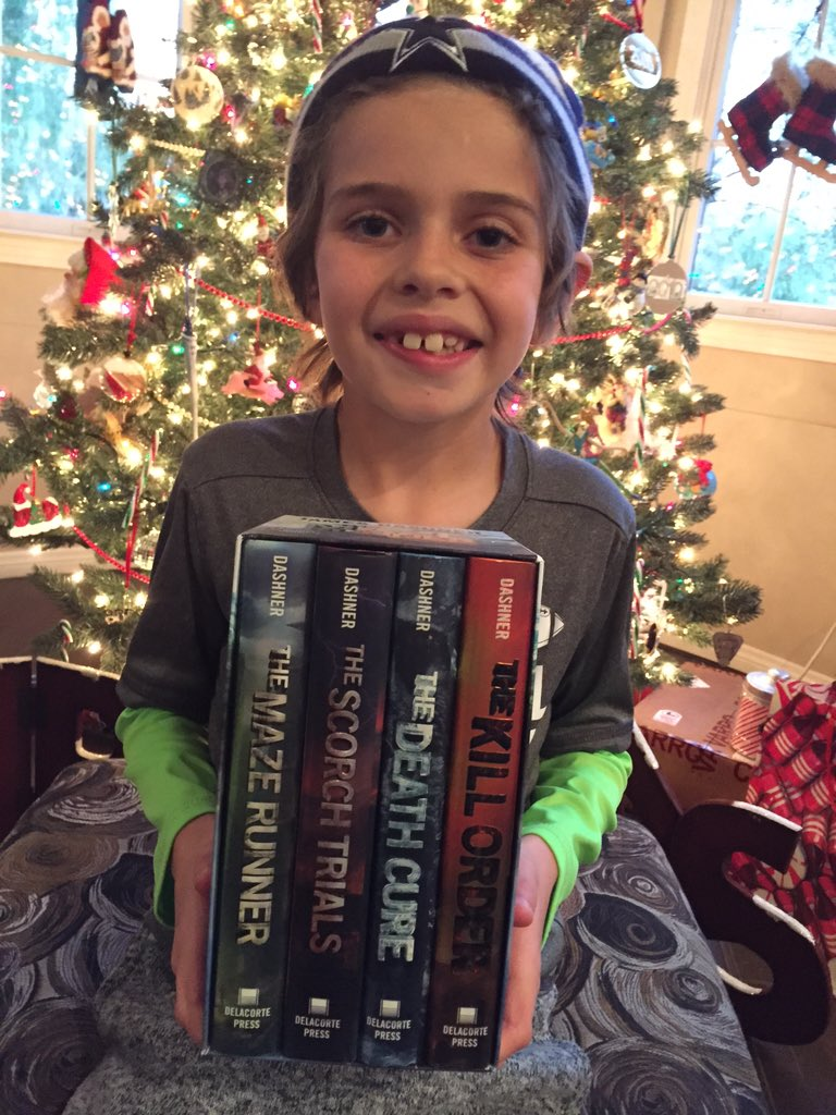 Best Christmas gift EVER! All signed by the great @jamesdashner @MazeRunnerMovie #TheMazeRunner #TheDeathCure https://t.co/3cIsDNjGlp