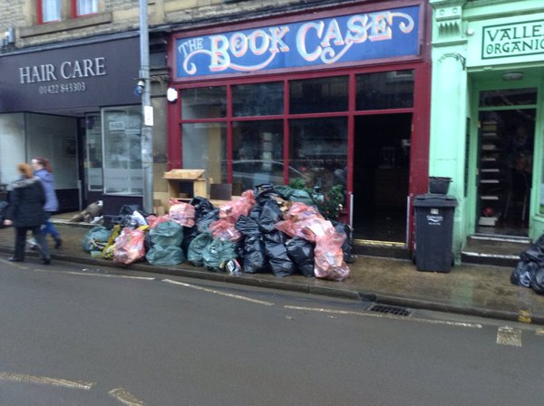 Dear @jk_rowling we're raising ££ for flooded @bookcasehebden - would be AMAZING if you have anything to auction? https://t.co/ZVddAThO3z