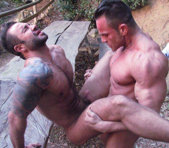 порно бодибилдеры геи