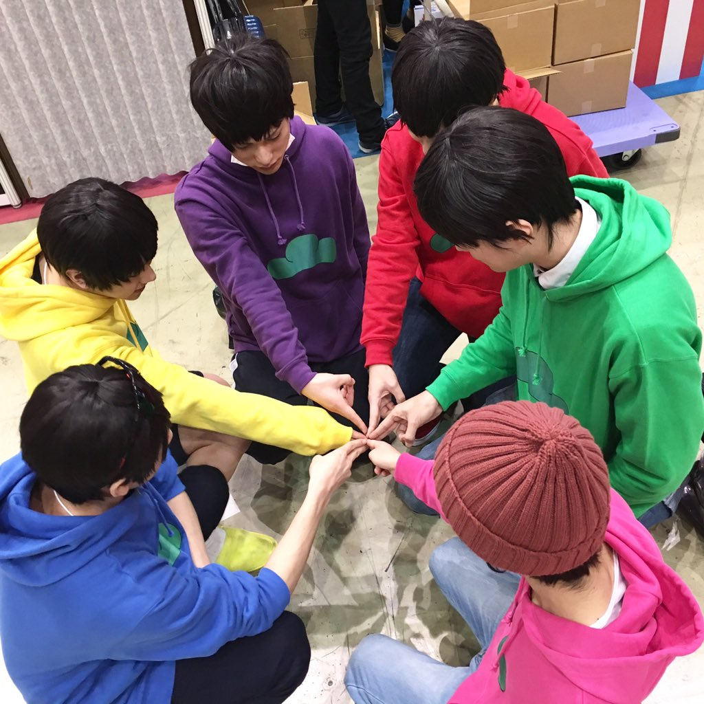 pixivブースの六子は謎の儀式を終えて帰りました! #C89 #おそ松さん #終了 https://t.co/2b3wxZzRRL