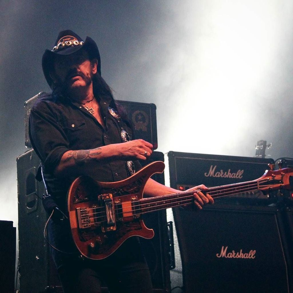 R.I.P Lemmy. ♠ Thank you for everything you've given to Rock 'N' Roll. We'll turn things u… https://t.co/ZwFUkj7LFR https://t.co/HZrGwp2Jfy