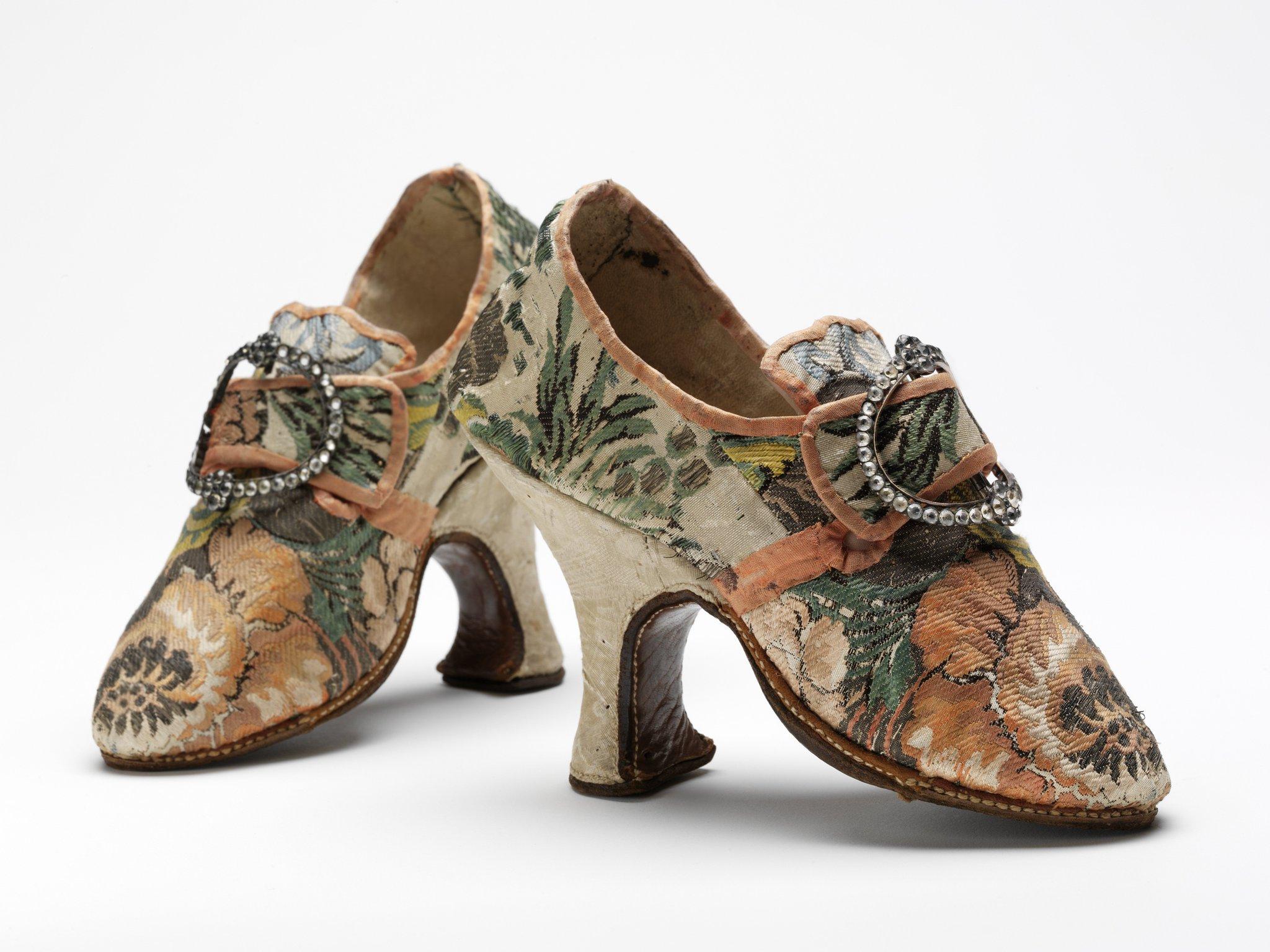 12 Days of #vamShoes: 'Pompadour' shoes, France 1750s popularised by Madame de Pompadour born #onthisday 1721. https://t.co/9AFlRZgCEZ