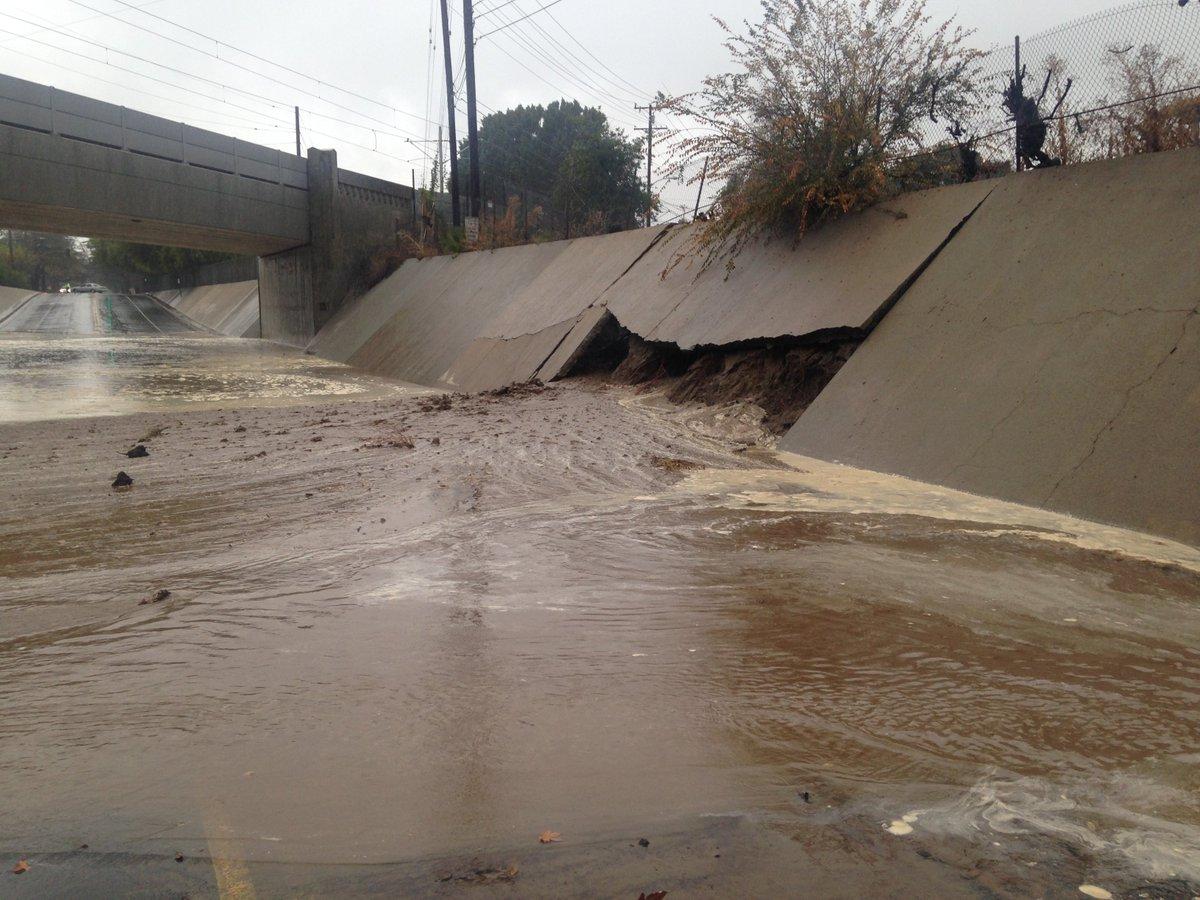 Colorado Bl CLOSED, Santa Anita Ave-San Antonio Rd, due to flooding. https://t.co/oQF1fAcnDj #LATraffic #LARain https://t.co/5UACfGlF66
