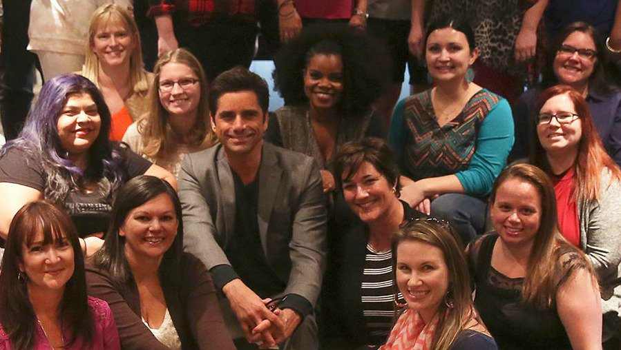 That time I met @JohnStamos & @KellyMJenrette from @FoxTV's @Grandfathered! #Grandfathered https://t.co/uYVz6nDovJ … https://t.co/V7bqtlNsHD