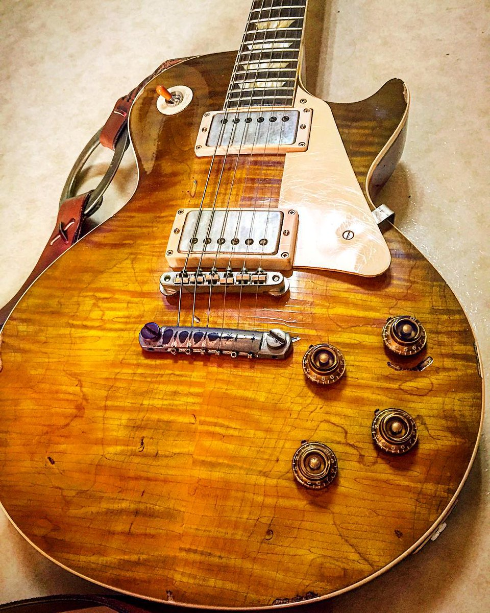 There is almost nothing more beautiful in this world to me than a classic Gibson Les Paul guitar. https://t.co/qMY1IdHDsT
