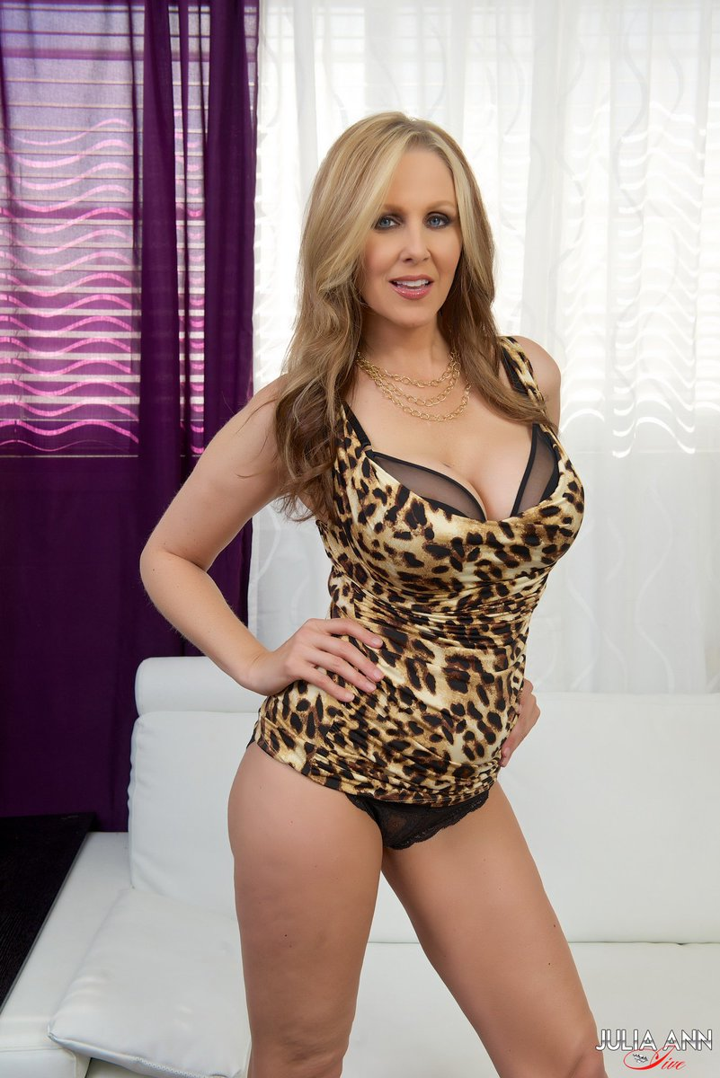 1 pic. #Rawr!! RT if you like #cougars...  ZYw8mC0VIc Uhvimkelpb