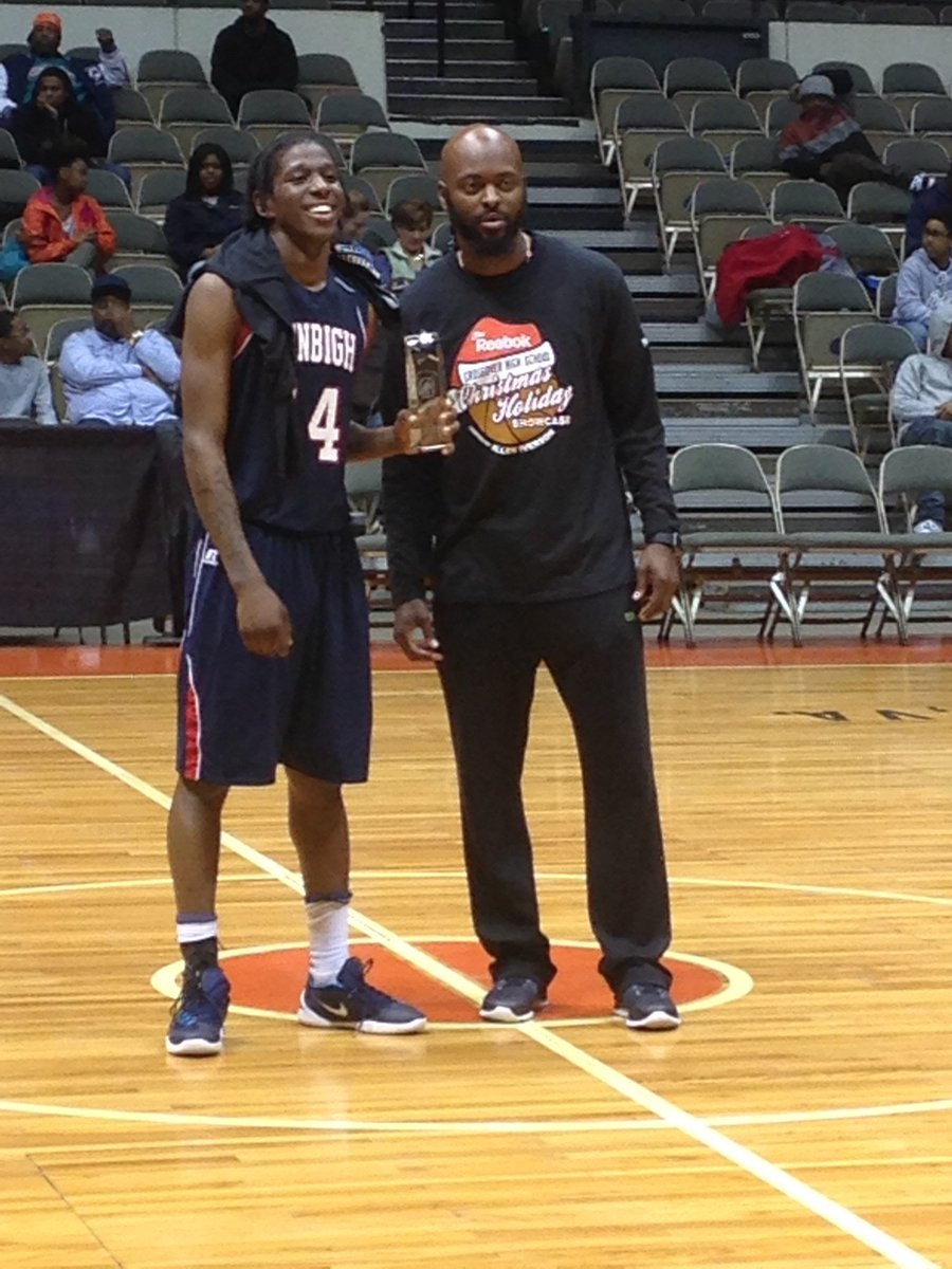 The first #AiGameChangerAward goes to Breshard Turner of Denbigh with 28pts and 16 rbs!!! #CrossOverHoopsShowcase https://t.co/92GaQkcOCZ