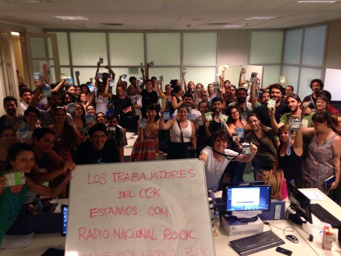 Nos saludan los trabajadores del @CCKirchner, los abrazamos desde acá también. #QueSigaElCCK y #QueSigaNacionalRock https://t.co/6egT2YMDlk