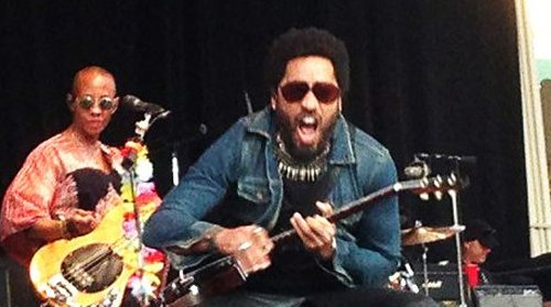 So lenny kravitz trousers split on stage and he wasn t wearing pants