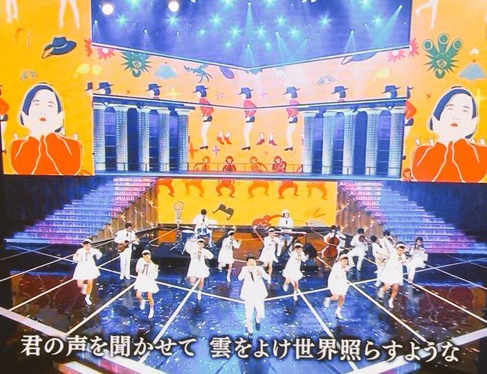 星野源の背景のアニメーションがシシヤマザキ! #NHK紅白 @shishiy https://t.co/rZ987p0EEX