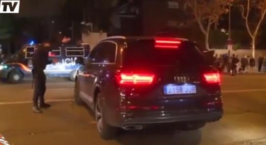 Bale se fait engueuler par un policier à la sortie de Bernabeu