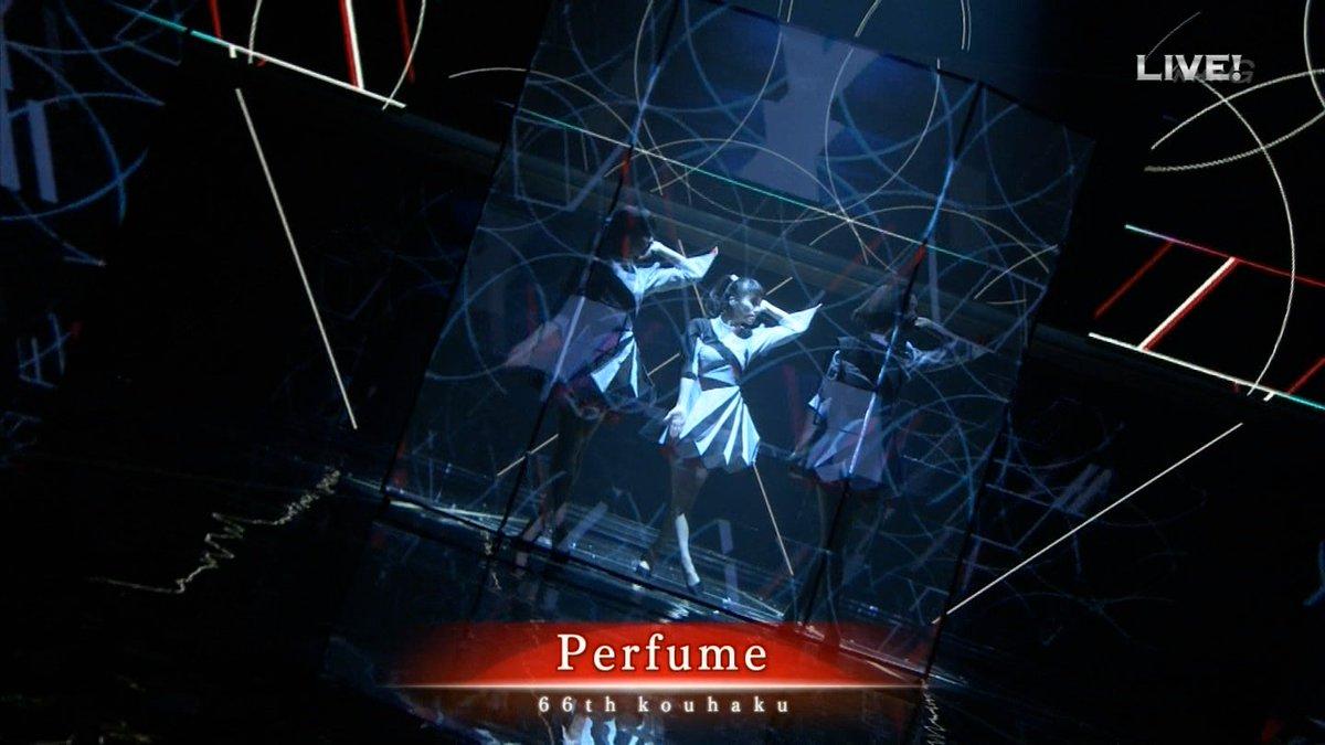 Perfumeの紅白演出はこんな感じ? ・ハーフスクリーンへのプロジェクション・マッピング ・モーションキャプチャーおよび楽曲と同期させたリアルタイムCG生成 ・会場をスキャンした3Dモデルを用いたカメラ映像モーフィング https://t.co/NIZOKwfr8l