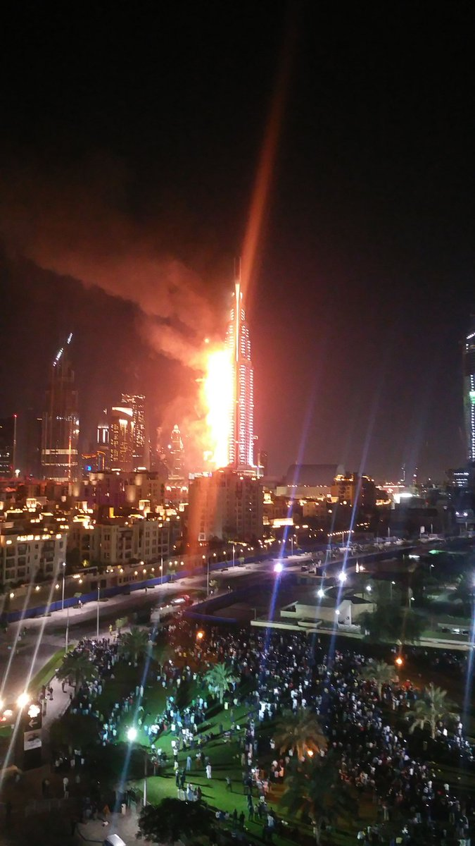 Oh my God. The address downtown is on fire. Any preliminary reports? #Dubai #UAE https://t.co/dd1Fhwhlhd